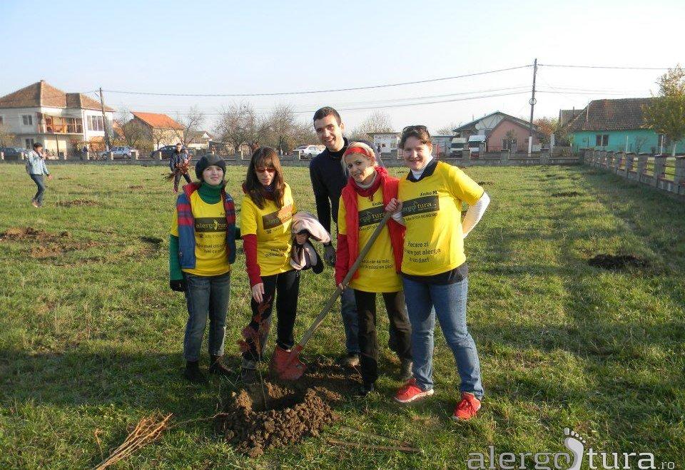 Am plantat copaci la Moșnița Veche! Pentru o viață sănătoasă și un mediu verde