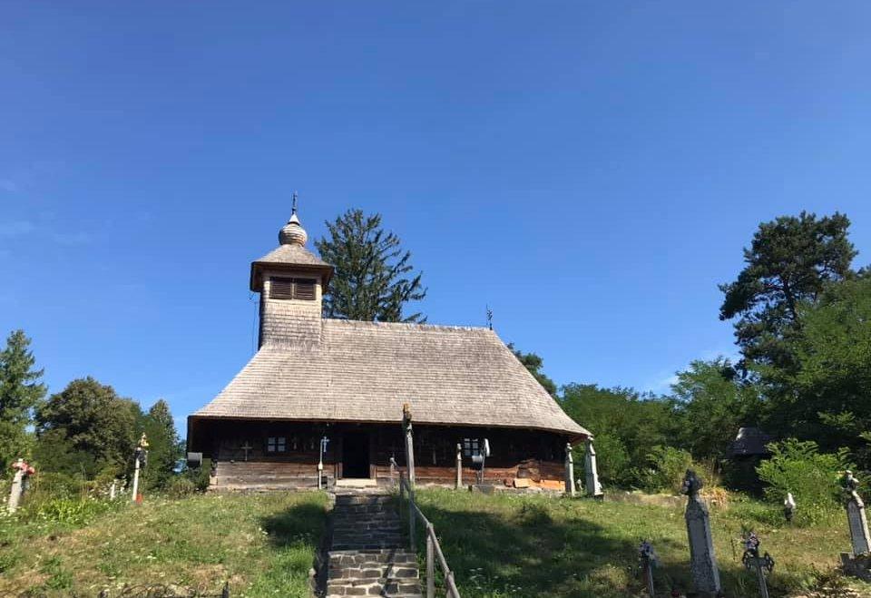 Alergând prin Banatul de munte, de la cetate la biserică